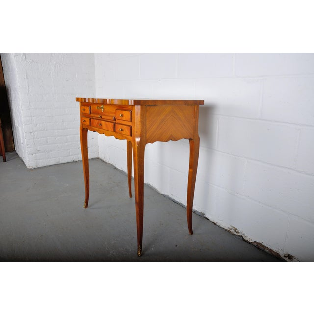 1910s 1910 Louis XV French Violet and Rosewood Vanity Table with Parquetry Flip Top and Mirror For Sale - Image 5 of 13