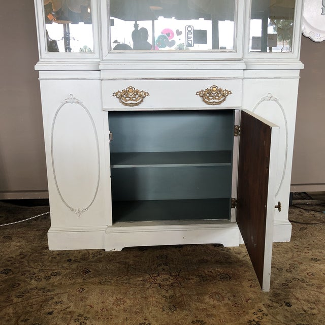Early 20th Century Vintage Federal Style China Cabinet For Sale - Image 5 of 11