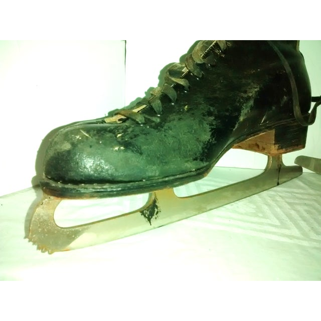 Vintage 1950 Men's Ice Skates Holiday Decor - A Pair - Image 5 of 7