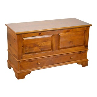 Ethan Allen Country Craftsman Solid Pine Lidded Blanket Chest w/ Drawer For Sale
