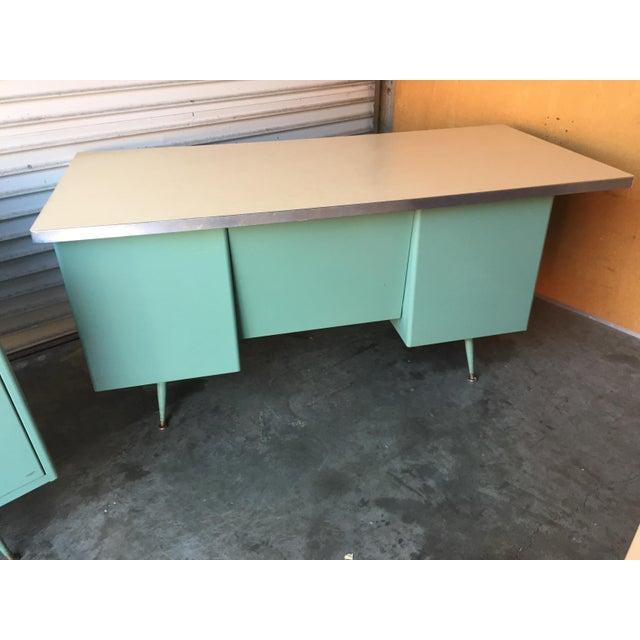 Classic Vintage Spindle Leg Tanker Desk - Image 3 of 8