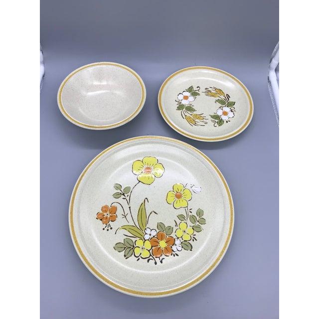 Hearthside Garden Festival's Sunshine Flowers Chop & Dinner Plates & Garden Festival Salad Plates - 9 Pieces For Sale - Image 11 of 13