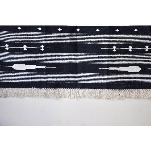 "Textile Contemporary Handwoven ""Alwar Indigo"" Area Rug - 4′ × 6′ For Sale - Image 7 of 8"