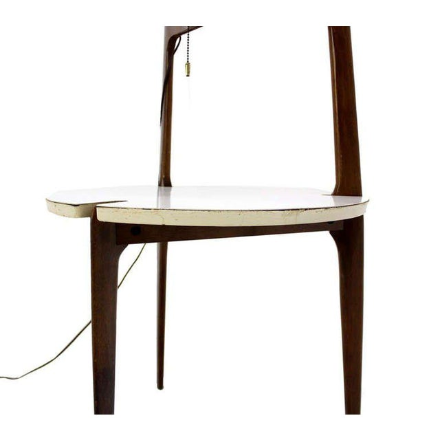 Mid-Century Modern Walnut Floor Lamp with Side Table For Sale In New York - Image 6 of 7