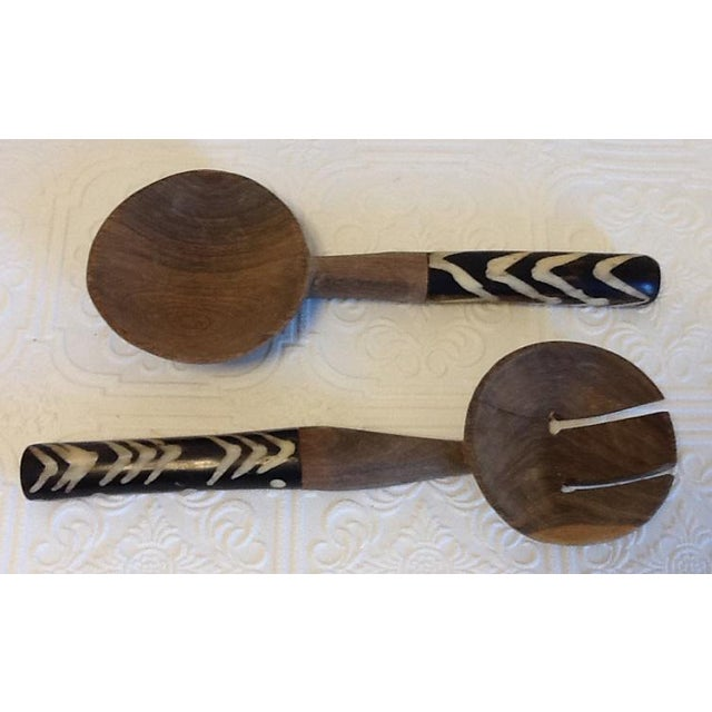 African Mid-Century African Hand Carved Teak & Ebony Salad Serving Utensils - Set of 4 For Sale - Image 3 of 7