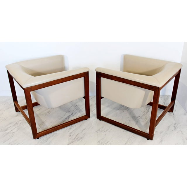 Pair of Mid-Century Modern Milo Baughman Floating Cube Walnut Lounge Chairs For Sale In Detroit - Image 6 of 10