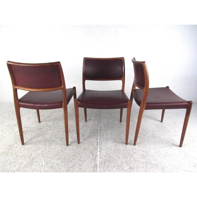 Niels Moller Mid-Century Modern Danish Teak Dining Table & Model 11 Moller Dining Chairs For Sale - Image 4 of 10