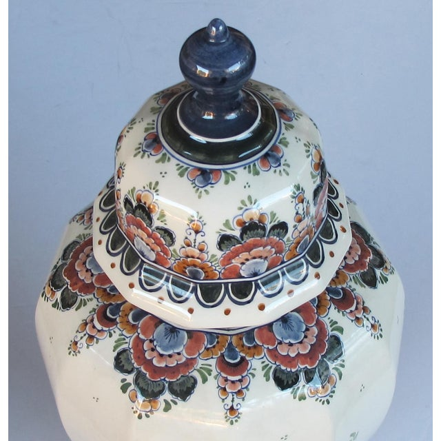 1950s Pair of Delft Hand-Painted Covered Jars Signed by the Artist P. Verhoeve For Sale - Image 5 of 10