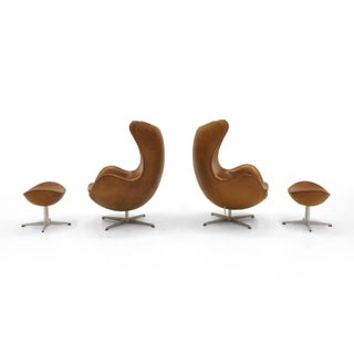 Pair of Arne Jacobsen Egg Chairs With Ottomans for Fritz Hansen, Cognac Leather Preview