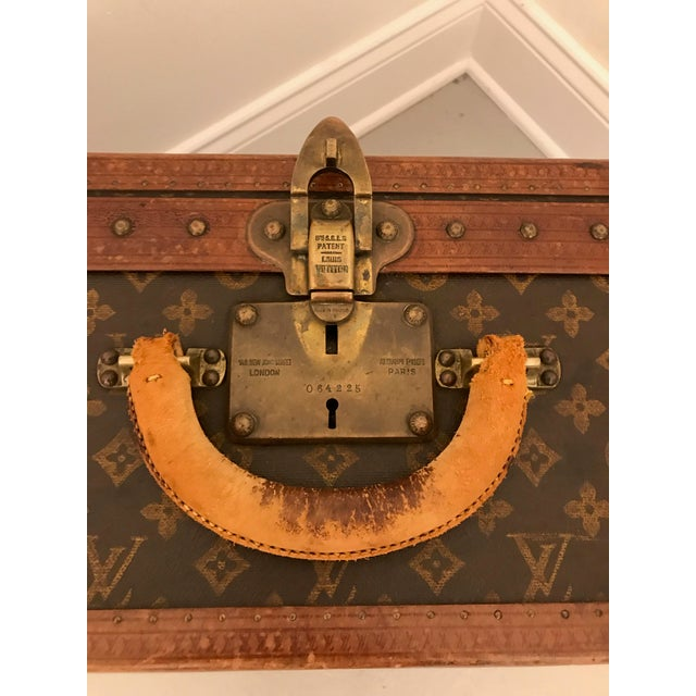 Louis Vuitton 1930s Louis Vuitton Leather Trunk or Suitcase For Sale - Image 4 of 13