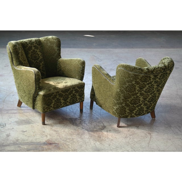 Beautiful pair of 1940s Danish easy chair similar in style and size to Fritz Hansen's famed model 1669 and the armrests...