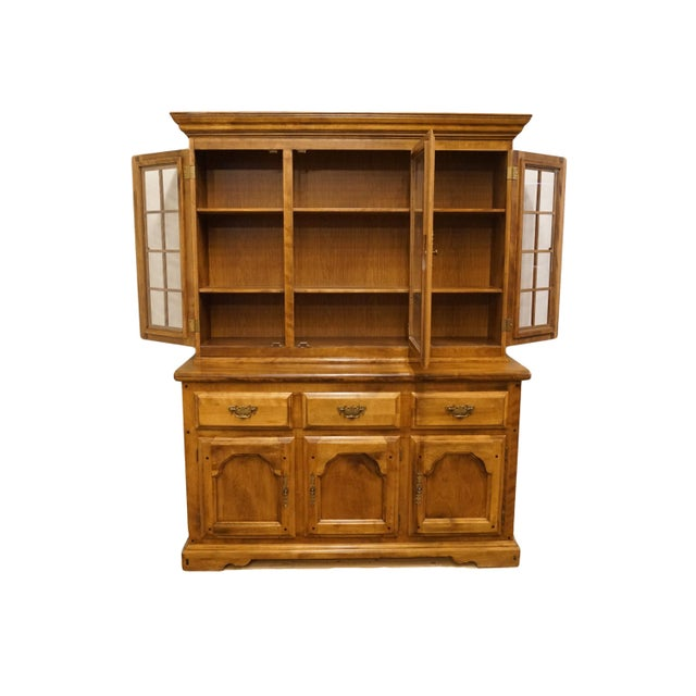 20th Century Early American Temple Stuart Rockingham Solid Maple Buffet With Display Hutch For Sale - Image 4 of 13