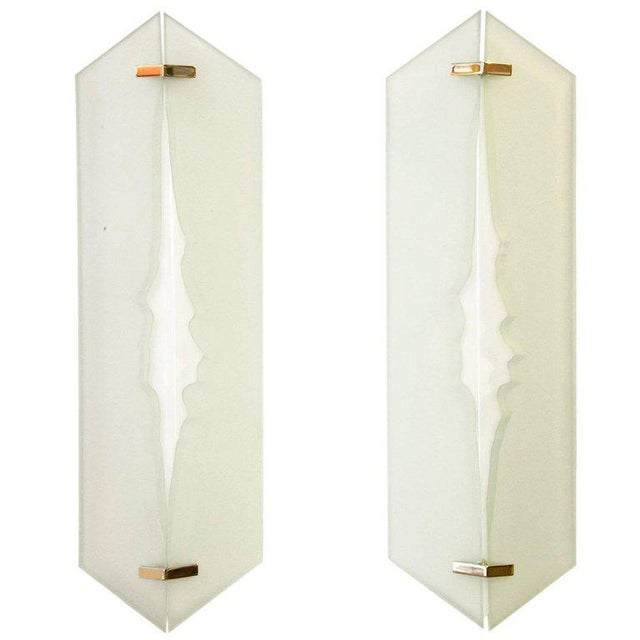 White Fontana Arte, Pair of Wall Lights in Glass and Sandblasted Glass, 1960s For Sale - Image 8 of 8