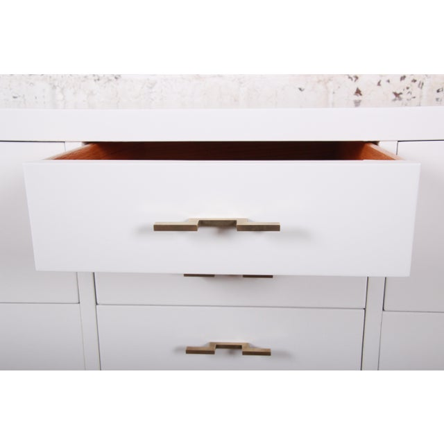 Mid-Century Modern Hollywood Regency Chinoiserie White Lacquered Twelve-Drawer Dresser or Credenza, Newly Restored For Sale - Image 10 of 13