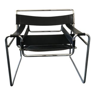 1970s Vintage Marcel Breuer Mid Century Modern Wassily Black Strap Leather Chair For Sale
