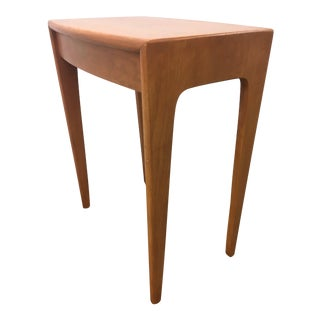 Mid-Century Modern Heywood-Wakefield Sculptural Birch Small Side Table For Sale