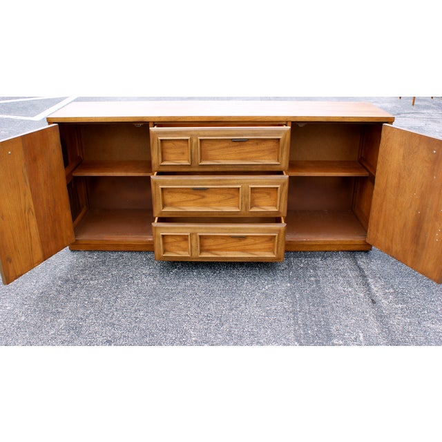 Hollywood Regency Bassett Mid Century Modern Geometric Credenza For Sale - Image 3 of 4