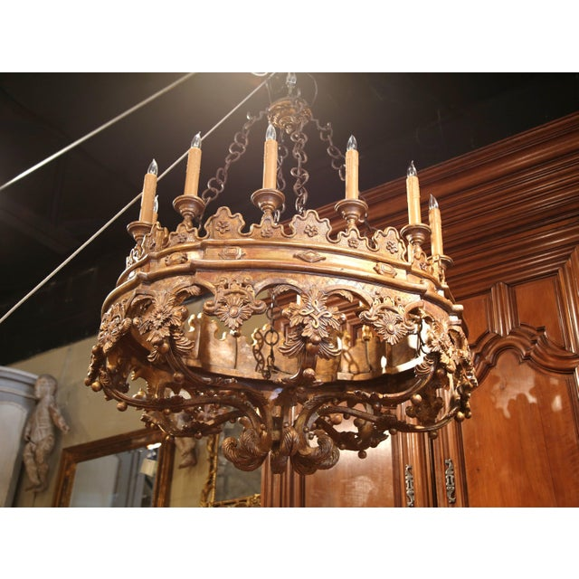 1980s Monumental 20th Century Italian Carved Giltwood Twelve-Light Oval Chandelier For Sale - Image 5 of 9