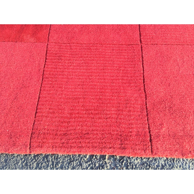 """Red Hand-Tufted Rug - 4'8"""" x 6'8"""" - Image 6 of 8"""