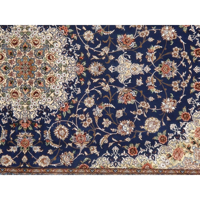 Pasargad Persian Isfahan Korker Wool & Silk Highlighted Rug - 4′2″ × 6′7″ For Sale - Image 4 of 5
