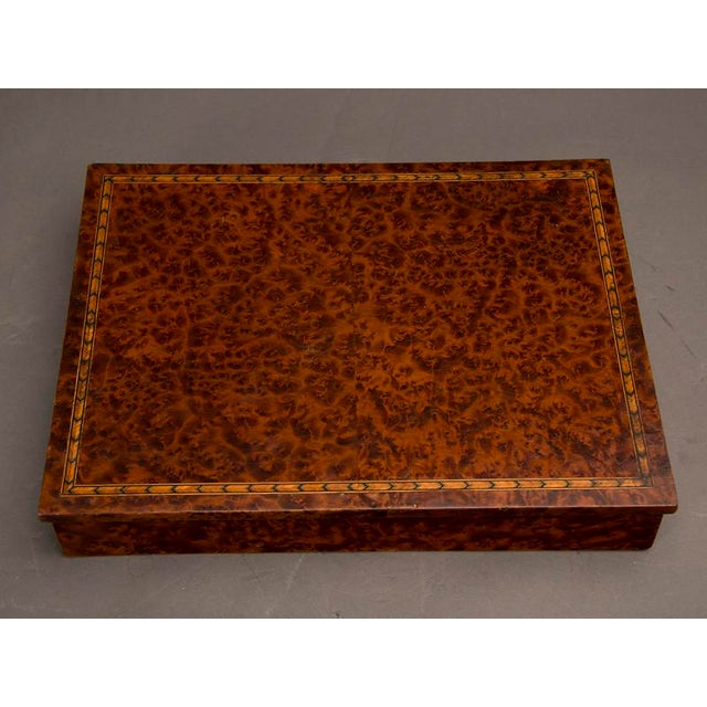 An unusual rectangular table top storage box completely sheathed in extraordinary burl walnut from England c. 1890 For Sale In Houston - Image 6 of 7