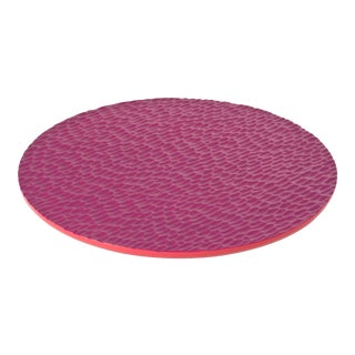 Round Flat Chiseled Tray in Red - Martin Brudnizki for The Lacquer Company For Sale