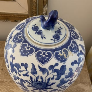 Vintage Blue and White Ceramic Chinese Ginger Jar Preview