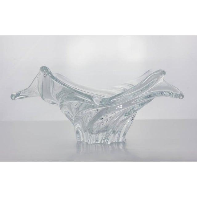 French 1950s crystal bowl in a swirled rib design with six ribbed points.