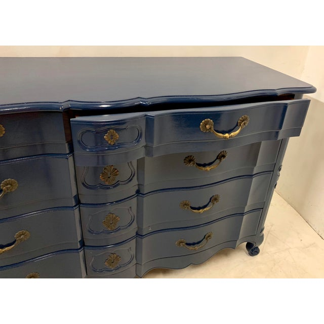 Navy Lacquered John Widdicomb French Style Chest For Sale - Image 9 of 12