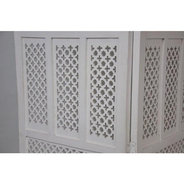 1970s Vintage Mashrabiya Wooden Floor White Screen For Sale - Image 5 of 13