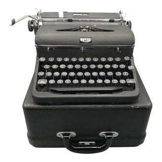 "Vintage Royal Typewriter ""Quiet De Luxe"" With Original Case For Sale"