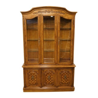 "20th Century French Country Thomasville Furniture Camille Collection 52"" Illuminated Display China Cabinet For Sale"