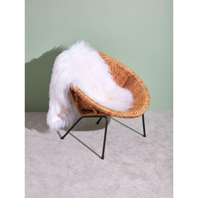 1960s Wicker and Iron Scoop Bucket Chair For Sale In New York - Image 6 of 7