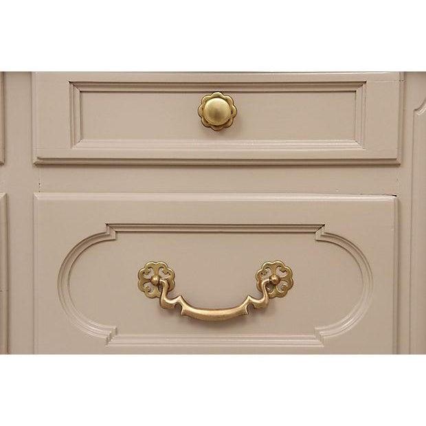 Century Furniture Taupe Provençal Dresser - Image 4 of 6
