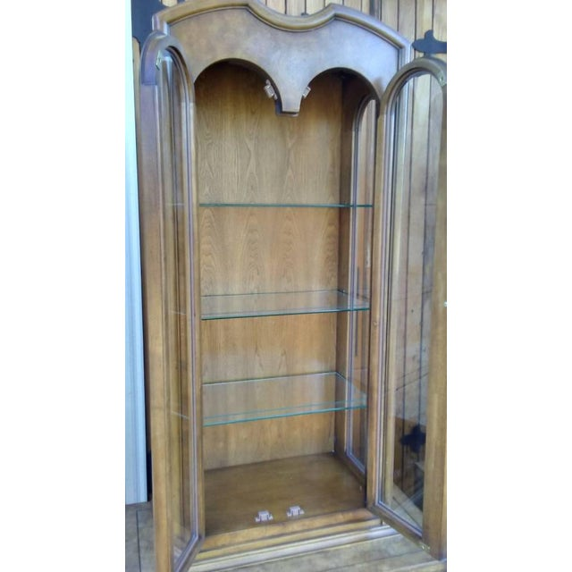 Mastercraft Regency Display Cabinets - A Pair - Image 9 of 10