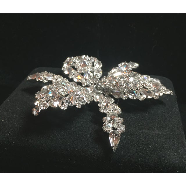 Massive Elsa Schiaparelli Crystal & Rhodium Orchid Brooch & Earrings, 1950s For Sale In Los Angeles - Image 6 of 13