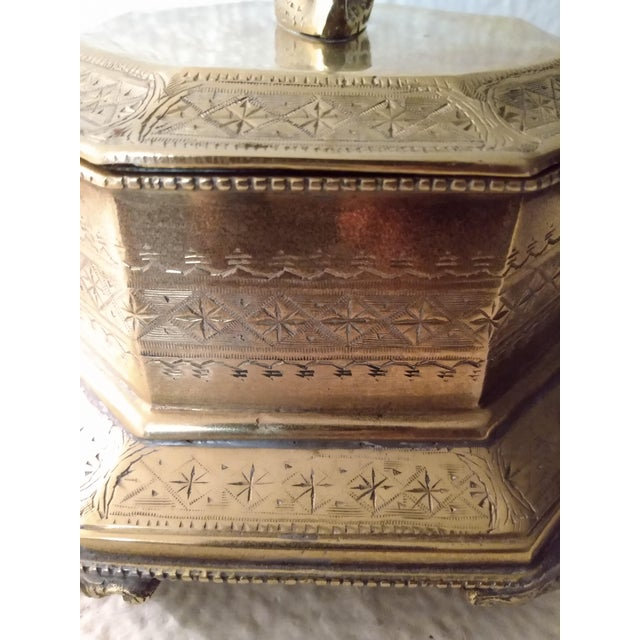 Asian Vintage Mottahedeh Brass Swan Finial Paw Feet Trinket Box For Sale - Image 3 of 8