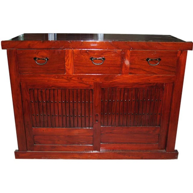 Small Chinese sideboard with doors and drawers Origin: China Material: Wood Province of China: Beijing Type of wood: Elm...