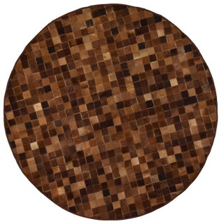 Brown Cowhide Patchwork Small Round Rug - 5' X 5' Premium Quality For Sale