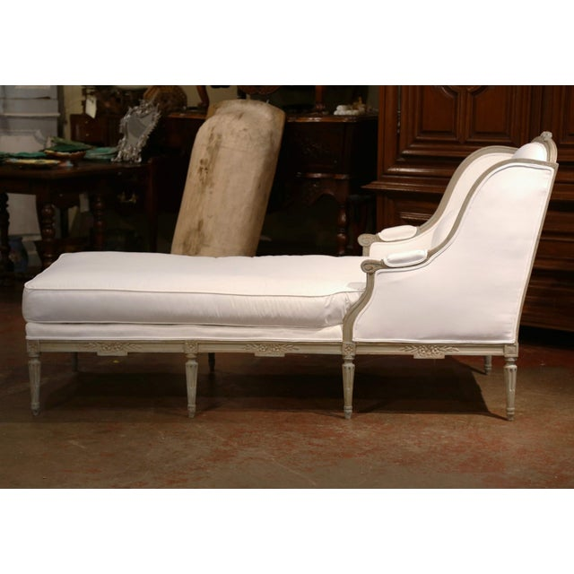 19th Century French Louis XVI Carved and Painted Eight-Leg Chaise With Muslin For Sale In Dallas - Image 6 of 12