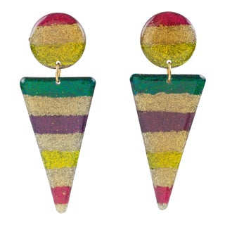 Italian Pop Art Dangling Lucite Clip on Earrings Multicolor Glitter Pattern For Sale