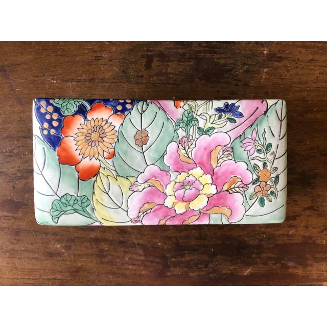 Vintage chinoiserie tobacco leaf porcelain box.