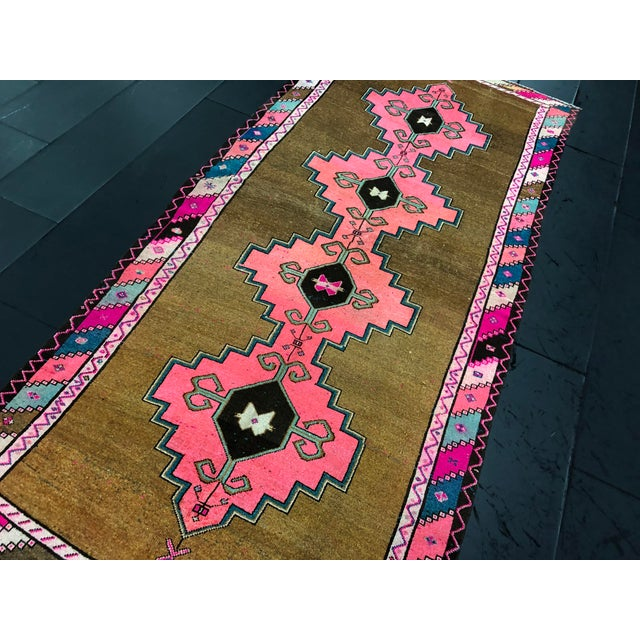 Vintage Turkish Anatolian Pink Geometric Patterned Oushak Area Rug - 4′4″ × 9′10″ For Sale In Phoenix - Image 6 of 11
