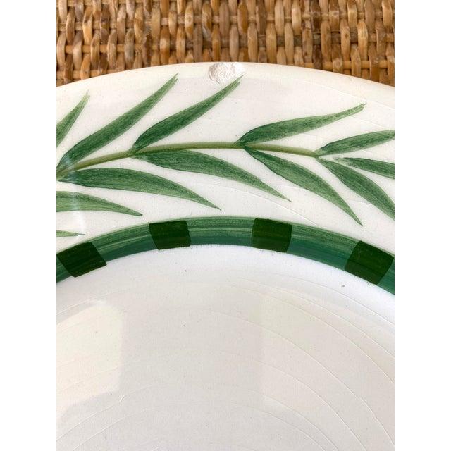 Este Ceramiche Vietri Green Laurel Rim Dinner Plates - Set of 7 For Sale In Miami - Image 6 of 10
