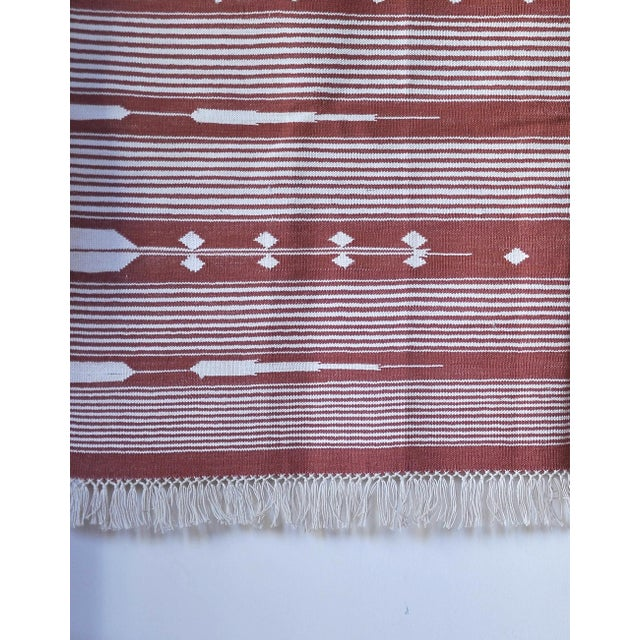 """Contemporary Handwoven """"Alwar Rusty Rose"""" Area Rug - 4′ × 6′ For Sale - Image 4 of 7"""