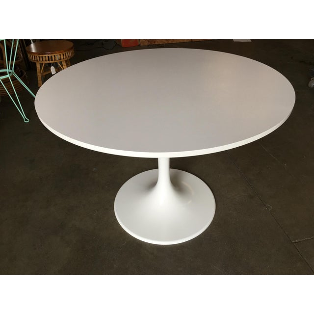"""Mid-Century Modern 41.5"""" Round Tulip Dining Table Designed by Eero Saarinen for Knoll For Sale - Image 3 of 8"""