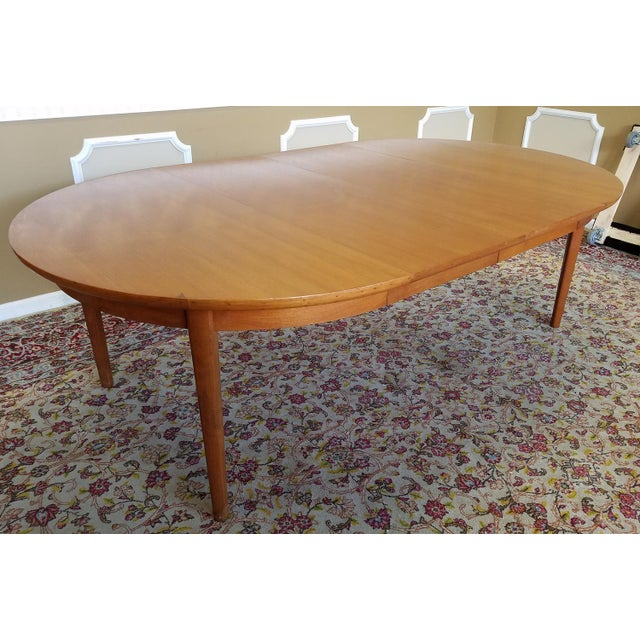 10 Dining Room Interior Design With Modern Dining Tables 3: 1950s Vintage Dynasty Furniture Danish Modern Style Light