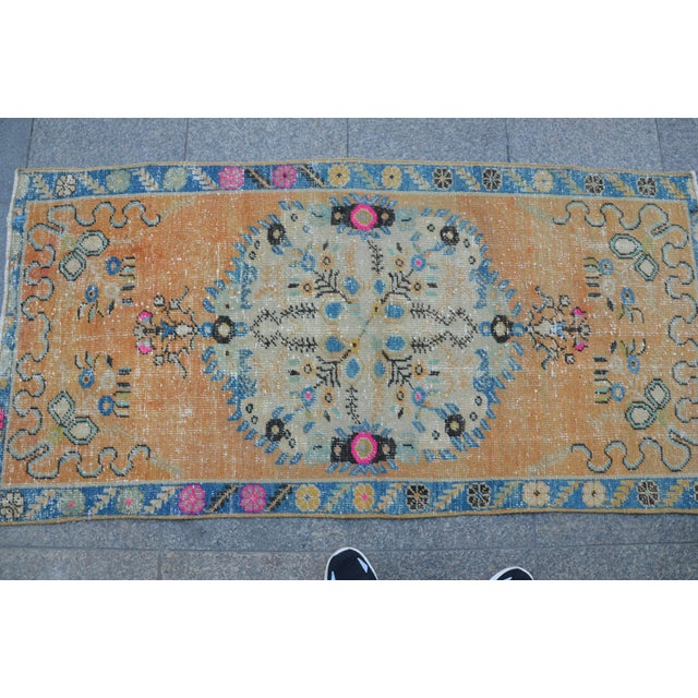 Turkish Oushak Vintage Tribal Wool Carpet - 2′8″ × 5′6″ For Sale - Image 10 of 11