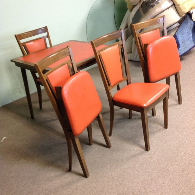 Mid-Century Modern Stakmore Wood Game Table & Chairs For Sale - Image 3 of 9