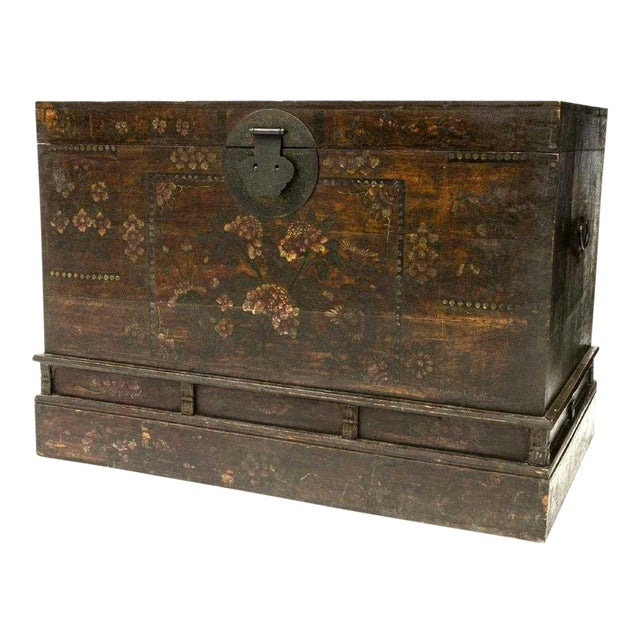 20th Century Chinese Polychrome Floral Storage Chest For Sale